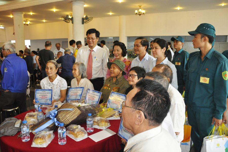 Benthanh Group tặng trang thờ, tủ thờ và quà phụng dưỡng cho các gia đình chính sách khó khăn