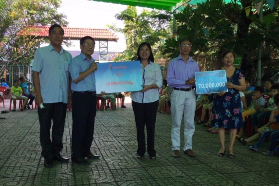 """Thăm và tặng quà cho thiếu nhi tại """"Trung tâm hỗ trợ phát triển giáo dục hòa nhập Khai Trí"""" tại Củ Chi nhân ngày 1/6"""