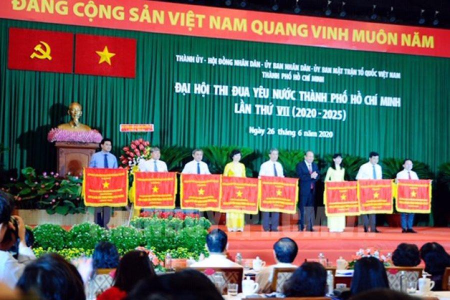 Tổng Công ty Bến Thành đón nhận Cờ thi đua Chính phủ.